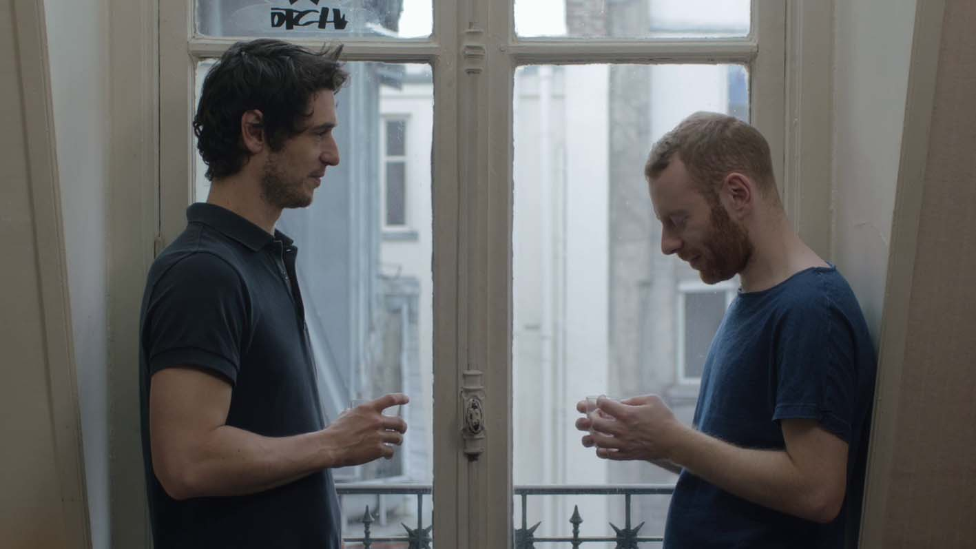 Herculanum begins with a man anxiously looking at his phone outside the  apartment of man, who we learn, he is meeting for the first time.